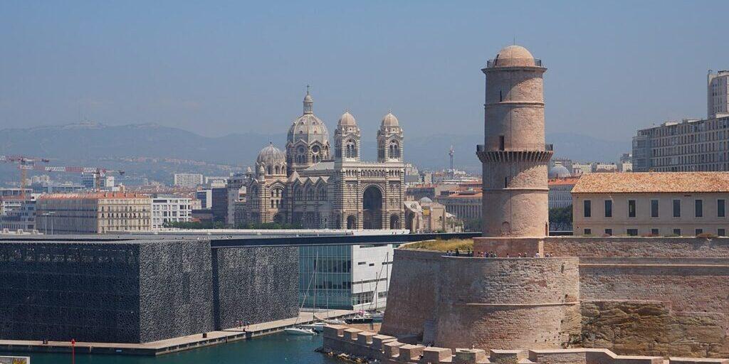 1280px-Mucem_et_Cathédrale_Sainte-Marie-Majeure_de_Marseille