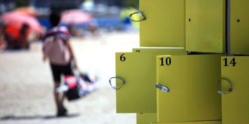 """MENTON LE 31/07/2012 / INSTALLATION DE CASIERS """"SERENITY BOX"""" SUR LA PLAGE DES SABLETTES / PAPIER : S.WIELE"""
