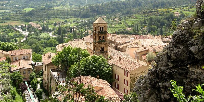 800px-Moustiers-Sainte-Marie_France_2008