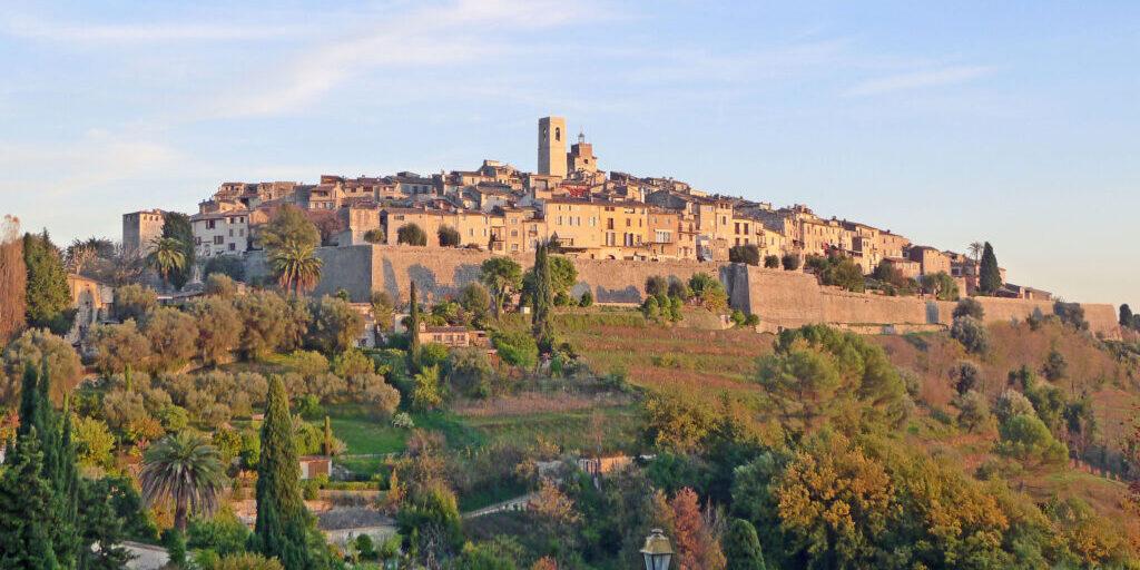 Vue_du_village_de_Saint-Paul-de-Vence_depuis_la_route_de_La_Colle