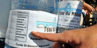 Opération  A votre santé rassemblement apéritif du collectif Anti Nucléaire 84 devant la mairie d Avignon
